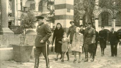 Вдова Бориса Третьего царица Иоанна с наследником престола Симеоном и его сестрой княгиней Марией-Луизой в Рильском монастыре, незадолго до отбытия из Болгарии.