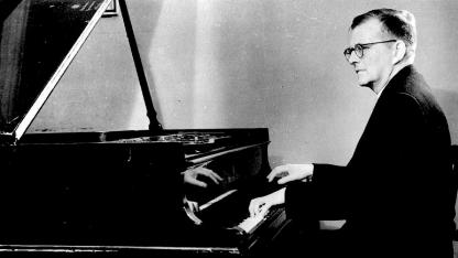 Дмитрий Шостакович на пианото