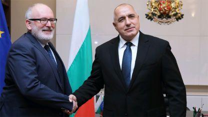 Frans Timmermans (L) and Boyko Borissov