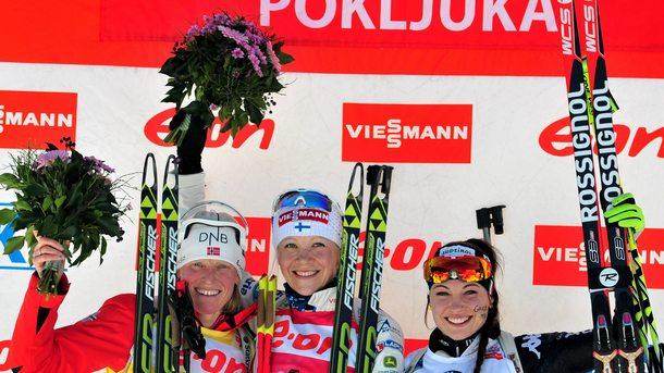 Кайса Мекерейнен (в средата) спечели преследването в Руполдинг