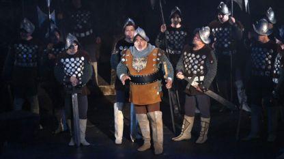 """Александър Марулев (на сн. в средата) в новата постановка на Старозагорската опера """"Трубадур"""" от Верди."""