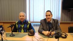 "Проф. Огнян Герджиков (вляво) и Константин Пенчев в студиото на програма ""Христо Ботев""."