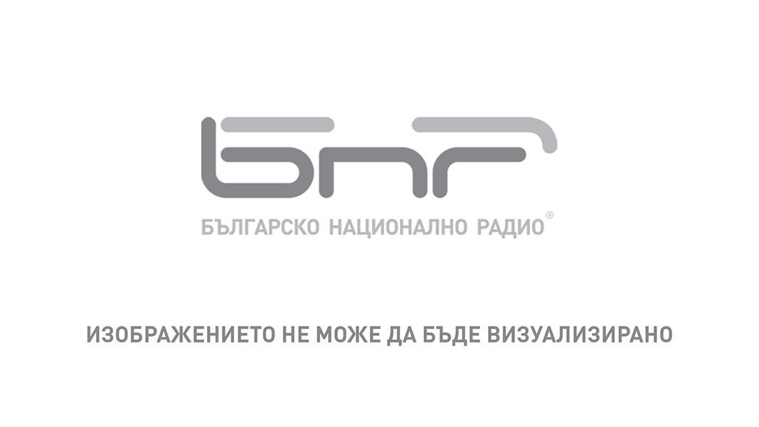 Вежди Рашидов и Соня Увалиева при откриването на изложбата на българския творец и депутат в Лондон във вторник вечерта.