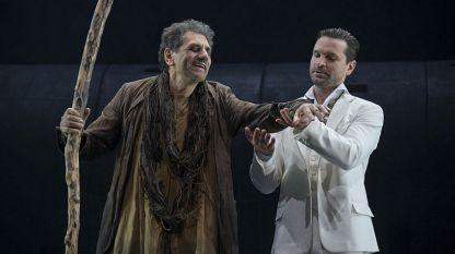 """Сцена от най-новия спектакъл на Римас Туминас – """"Едип цар"""" от Софокъл."""