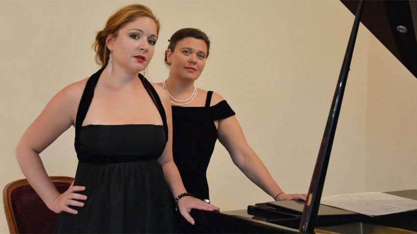 Нона Кръстникова (вляво) и Мария Русева