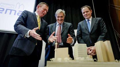 Холандският министър на здравеопазването и спорта Бруно Бруинс, шефът на Европейската агенция по лекарствата Гуидо Раси и зам.-кметът на Амстердам Удо Кок показаха в понеделник как ще изглежда новата сграда на агенцията в Амстердам.