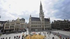 Мезон дьо Роа или Кралският дом (в средата на снимката).