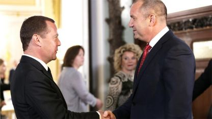 Dmitri Medvedev (majtas) dhe Rumen Radev në Moskë