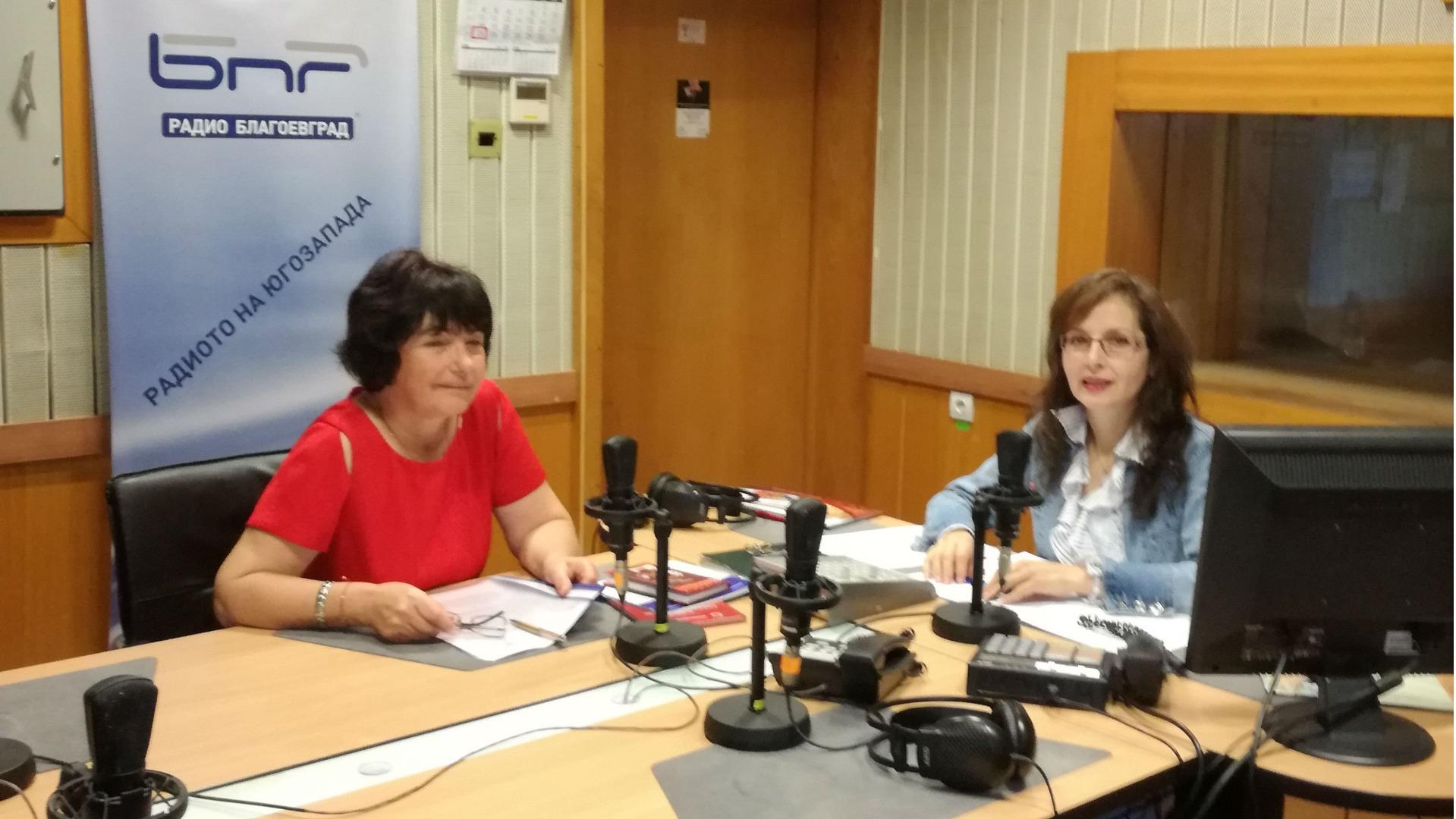 Емилия Илиева в студиото при водещата Райна Ванчева