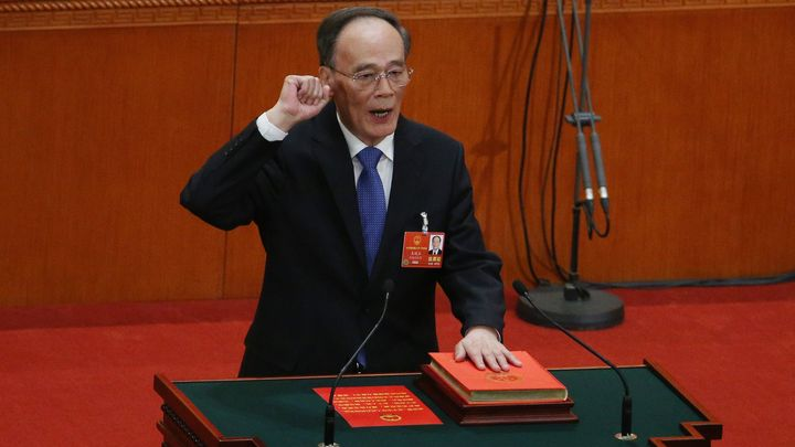 Ван Цишан полага клетва като вицепрезидент на Китай пред парламента в Пекин.