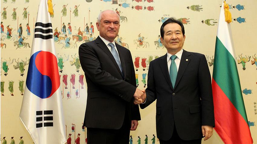 Dimítar Glavchev (iz.) y Chung Sye–kyun