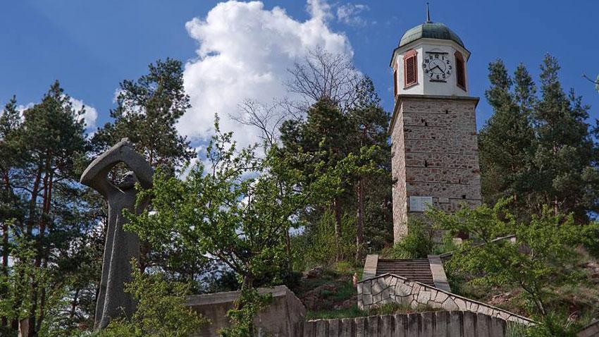 Часовниковата кула в село Смилян.
