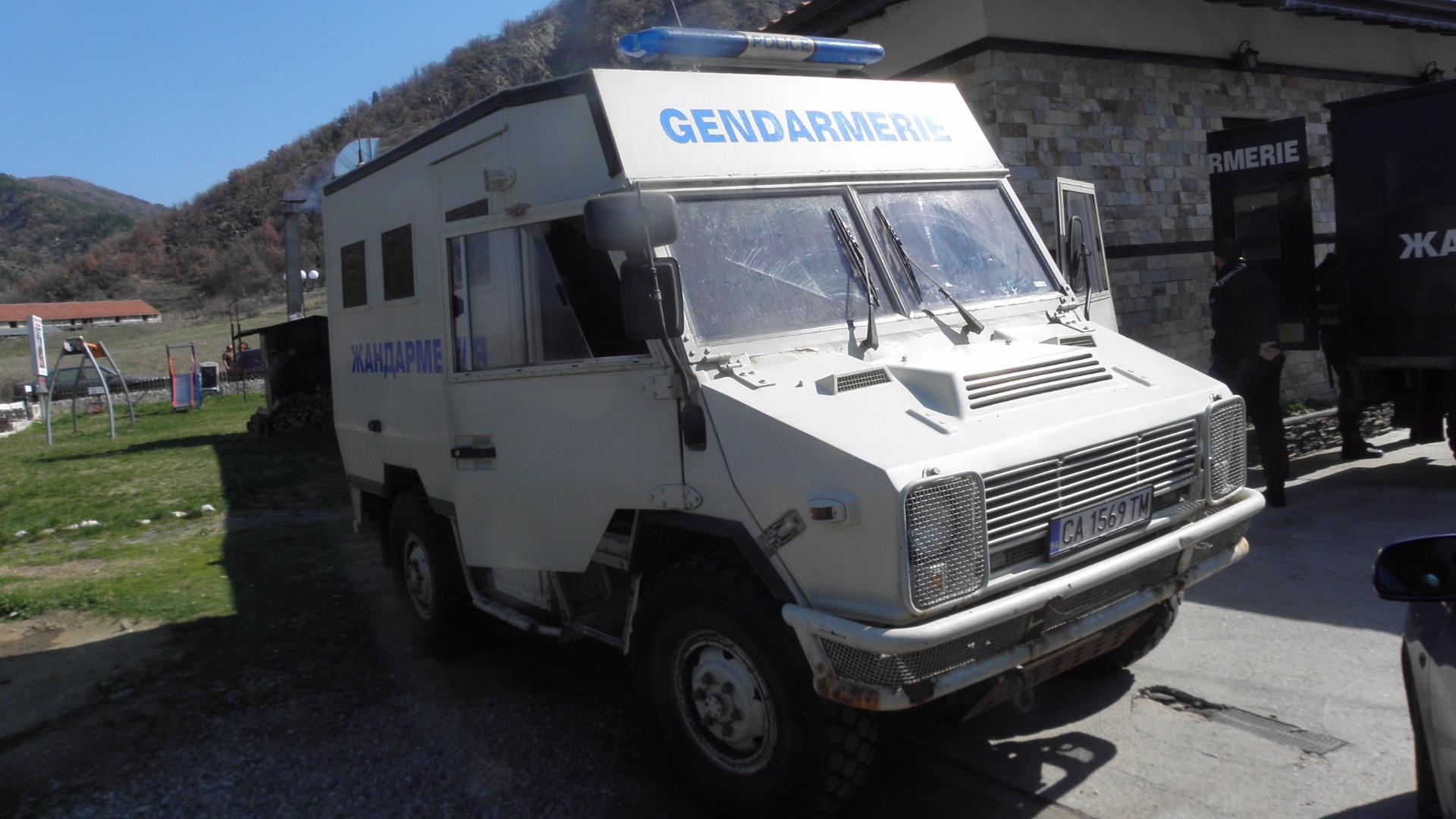Полиция, жандармерия и отряда на баретите издирват в три ловешки