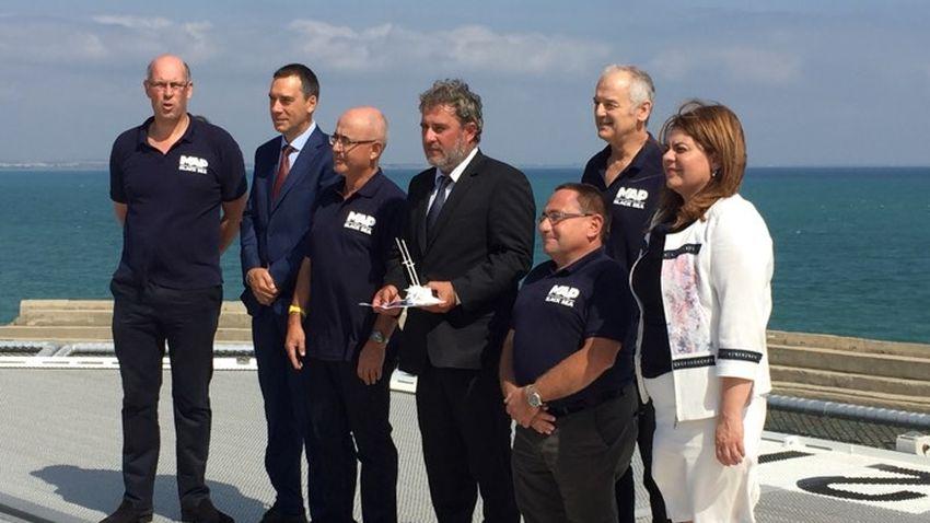Д-р Калин Димитров (вторият отдясно наляво) и ръководителите на проекта Вlack sea MAP проф. Джон Адамс, доц. д-р. Людмил Вагалински, изпълнителият директор на фондацията EEF Ед Паркър, при срещата им с кмета на Бургас Димитър Николов, министъра на културата Боил Банов и зам.-министър Амелия Гешева