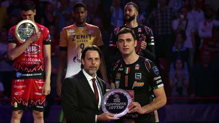 Цветан Соколов получава наградата