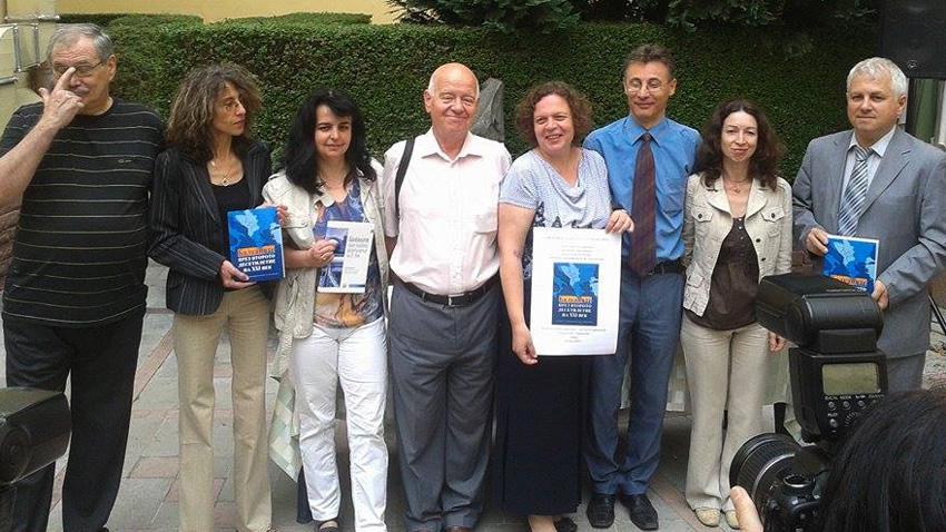 Los autores del compendio durante la presentación del mismo en la Academia de Ciencias de Bulgaria