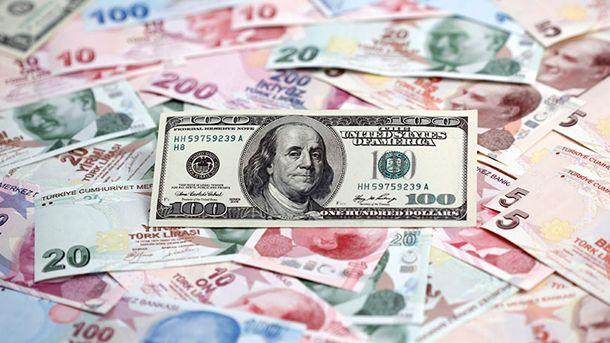 Турската лира падна със 17 процента спрямо долара днес след