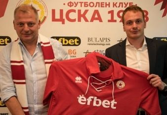 Петко Петков (вляво) е новият треньор на Етър.