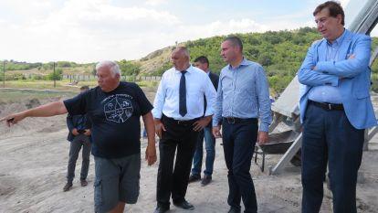 Отляво надясно на снимката: проф. Васил Николов, министър-председателят Бойко Борисов, министърът на финансите Владислав Горанов и изпълнителният директор на Солвей Соди Спирос Номикос