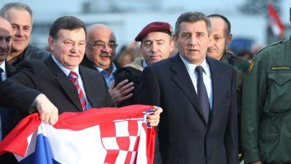 Младен Мъркач (вляво) и Анте Готовина бяха посрещнати като национални герои, след като бяха оправдани от апелативната инстанция в Хага