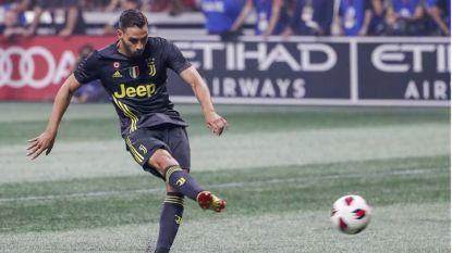 Матеа де Шилио бележи победния гол за