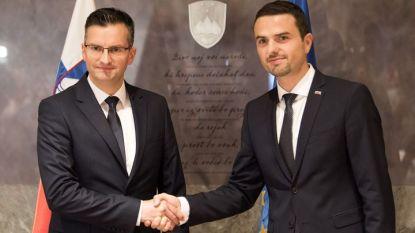 Одобреният за премиер Марян Шарец (вляво) приема поздравленията от шефа на словенския парламент Матей Тонин.