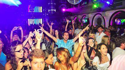 Нощно парти в дискотека в