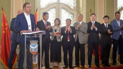 Сръбският президент Александър Вучич говори след подписване на споразумението за изграждане на китайски завод за автомобилни гуми в Зренянин.