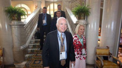 Джон Маккейн със съпругата си Сидни