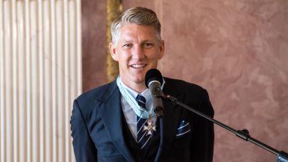Бастиян Швайнщайгер по време на церемонията