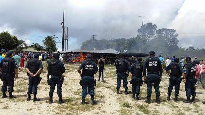 В Пакарайма, Бразилия, бяха нападнати мигранти от Венецуела в щат до границата на двете държави.