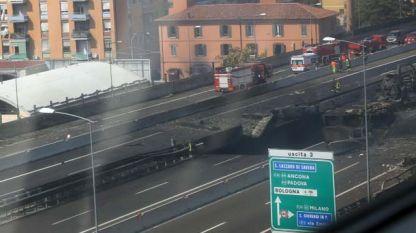 Eксплозия след пътен инцидент на магистрала в покрайнините на Болоня