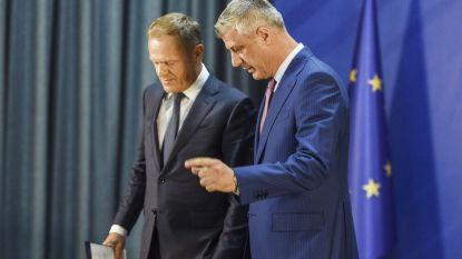 Европейското бъдеще на Косово остава неясно, докато сянка върху него хвърлят големите въпросителни около териториалните спорове със Сърбия. На снимката: шефът на Съвета на ЕС Доналд Туск и косовският президент Хашим Тачи.