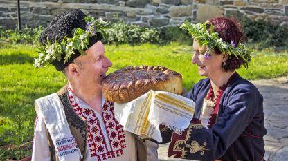 Възстановка на българска сватба – доц. д-р Веселка Тончева и Никифор Галев.