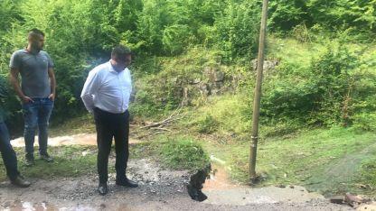 Николай Нанков при посещението си в засегнатото от обилните дъждове с. Глогово