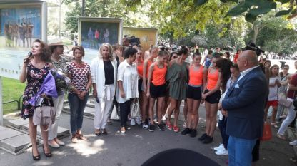 """Откриха изложба с грациите пред Народния театър """"Иван Вазов"""""""