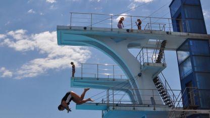 скокове във вода