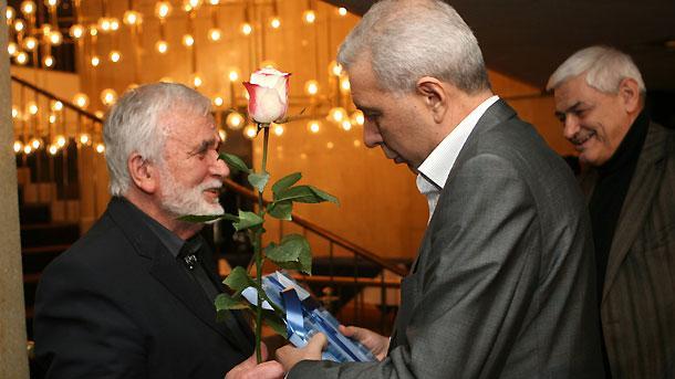 Любомир Левчев приема поздравления за рождения си ден в зала 6 на НДК