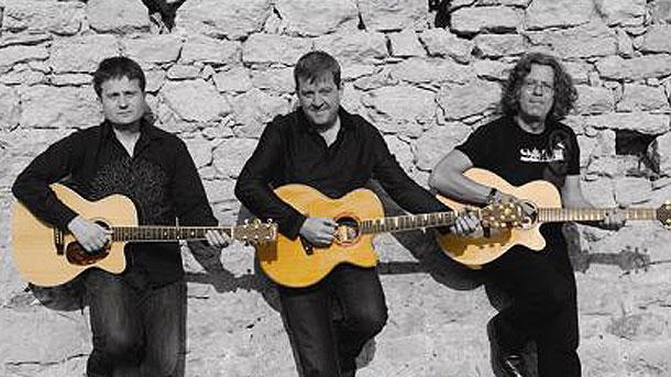 """""""Акустично трио"""" - Цветан Недялков, Веселин Койчев и Иван Лечев (отляво надясно)."""