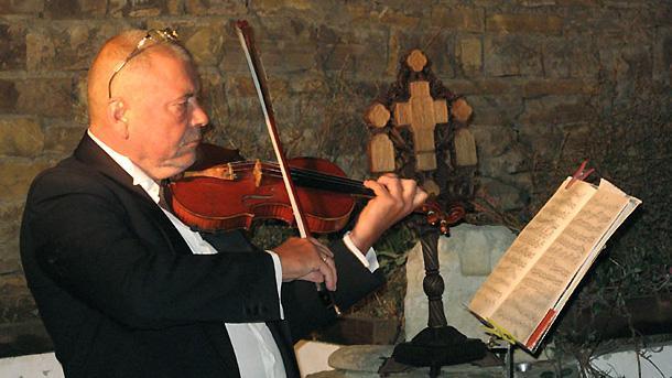 Концерт в черковния двор на село Емона.