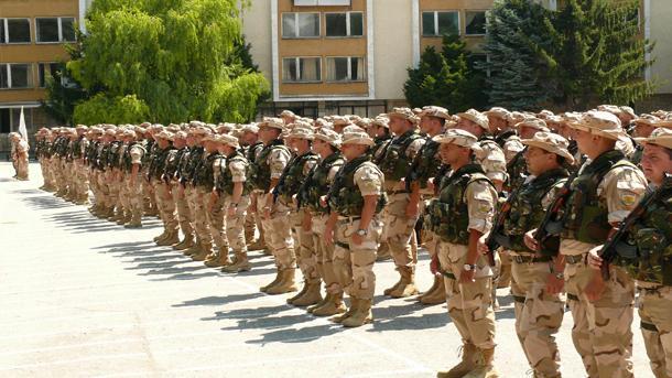 Шеста пехотна рота преди да замине, за да охранява летището в Кандахар
