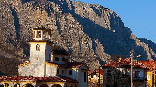 """Храмът """"Св. Троица"""", изграден с дарения на стотици вярващи, се е превърнал в емблема на Згориград."""