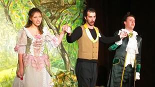 На снимката от ляво на дясно: Неда Атанасова (Бастиена), Костадин Мечков (Колас) и Хрисимир Дамянов (Бастиен)