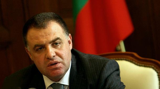 Министърът на земеделието и храните Мирослав Найденов е внесъл сигнал до главния прокурор Борис Велчев за 5000 сделки за извършени заменки на селскостопански земи.