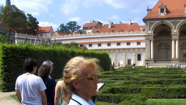 Генка Минчева на работното си място в чешкия сенат.
