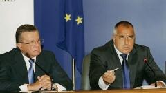تركزت المفاوضات البلغارية الروسية بين فيكتور زوبكوف (يسار) وبوريسوف وبويكو على المواضيع