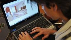 Plus du tiers des Bulgares quivoyagent souvent réservent sur Internet.