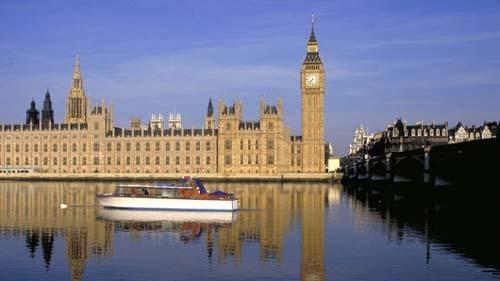 Британският премиер Борис Джонсън избягна бунт на депутати от неговата