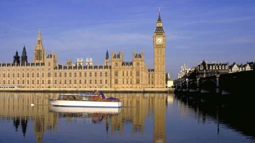 Британските депутати подновиха днес дебатите по проекта на закона за