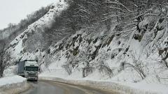 ТИР зима път